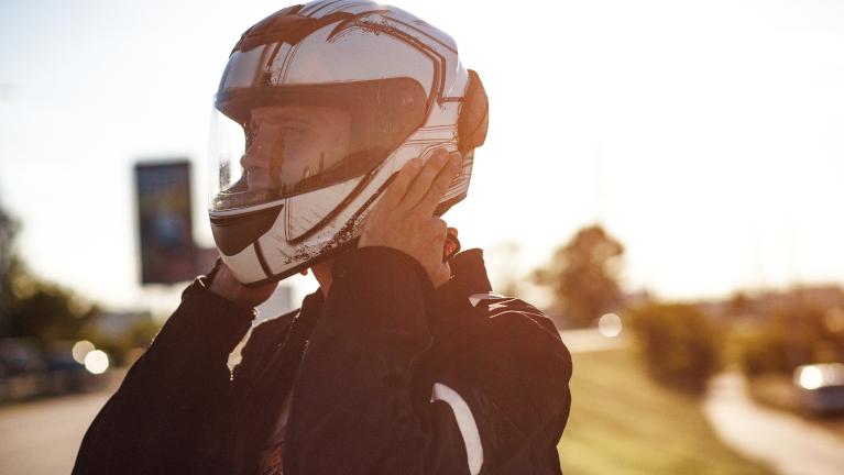 Come si sceglie il casco per la moto?