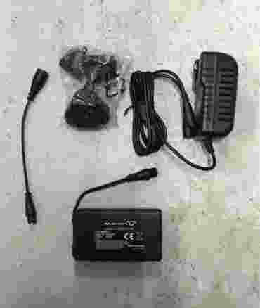 Kit batterie e caricabatterie Macna per guanti e calze riscaldate 12 Volt 3,0 Ah